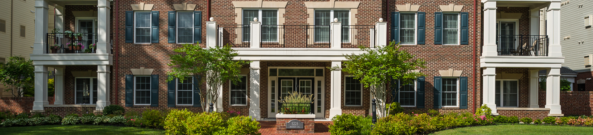 photo of a monument square condominium building entrace